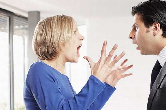 woman-shouting-for-man