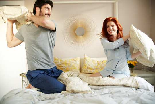 couple-pillow-fight
