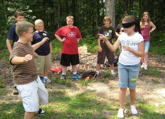 kids-playing-blindfold-game