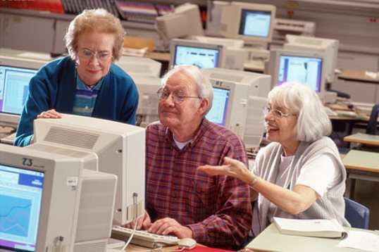 old-people-use-computer