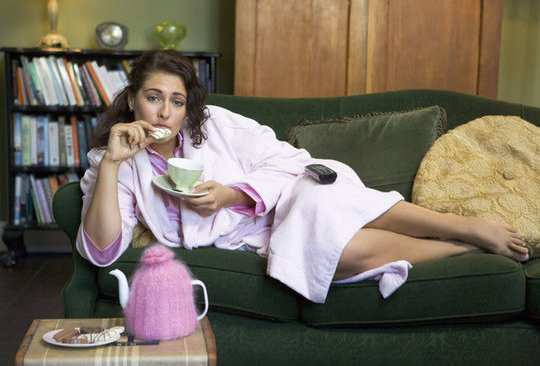 women-eat-late-night