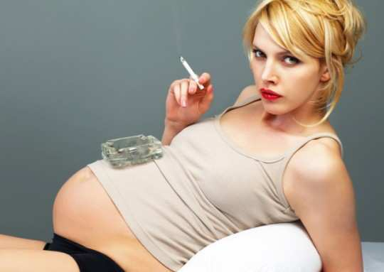 Pregnant-woman-smoking