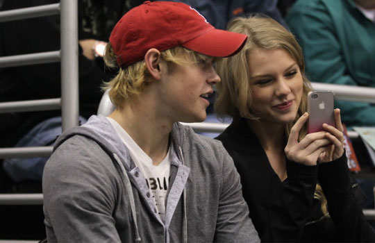 Taylor--Swif-t-and--Chord--Overstreet