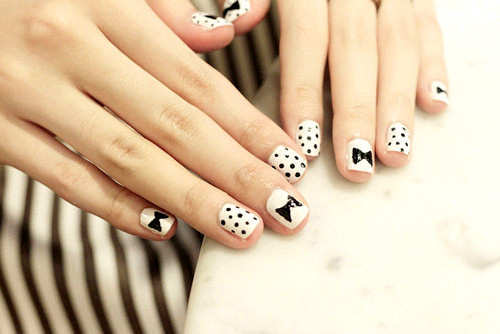 black-and-white-polka-bow-nail-art