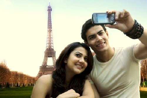 couple-clicking-their-pic