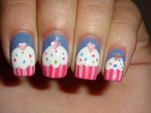 cup-cakes-nail-art