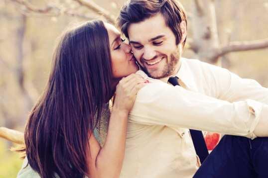 first-date-kiss