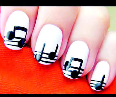 musicalnotes-black-and-white-nails