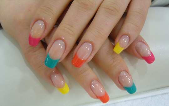neon-tips-french-nails
