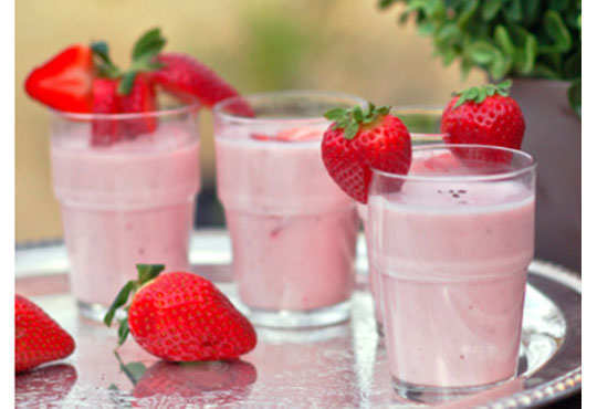 strawberry-lassi