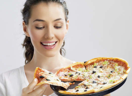 woman-looking-for-pizza