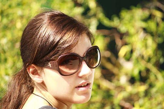 woman-wearing-sunglass