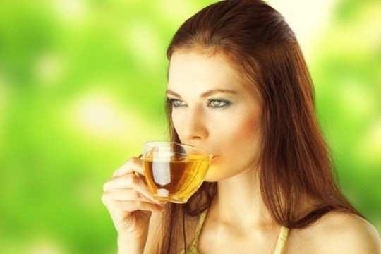 women-drink-green-tea