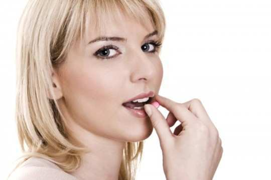 women-eating-Nutrients-and-Vitamins-pill