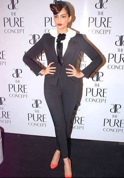 Sonam-Kapoor-during-the-launch-Pure-Concept