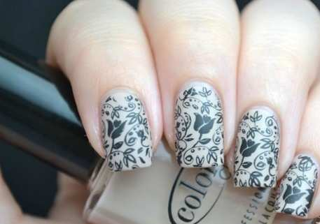 artistic-lace-nails