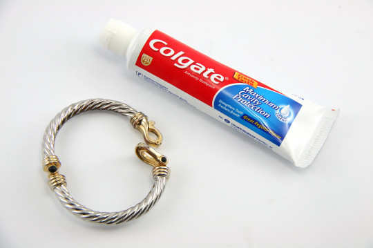 clean-silver-home-remedies-toothpaste