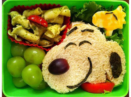 creative-yummy-food-display-4