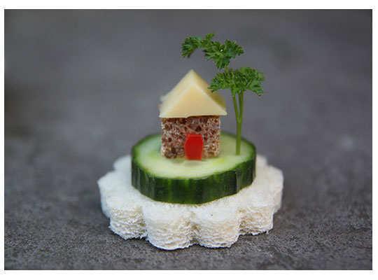 creative-yummy-food-display-5