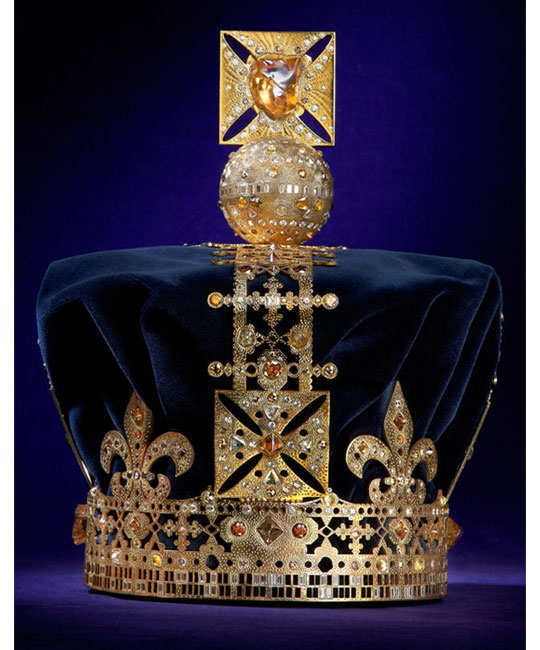 designers-reimagining-crown-of-elizabeth-11