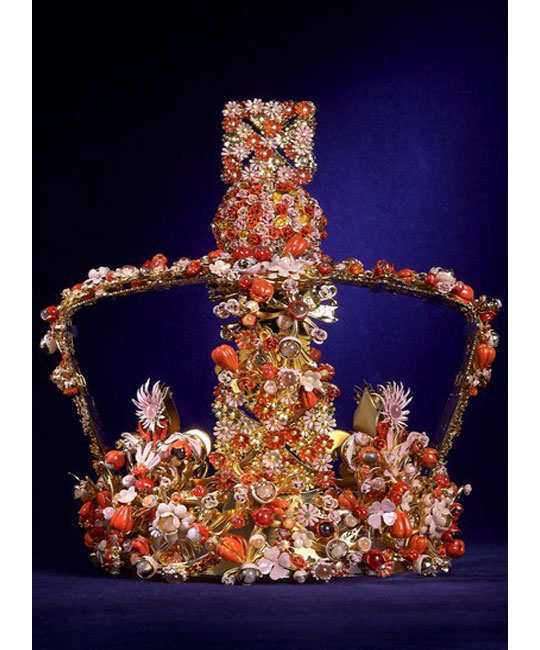 designers-reimagining-crown-of-elizabeth-2
