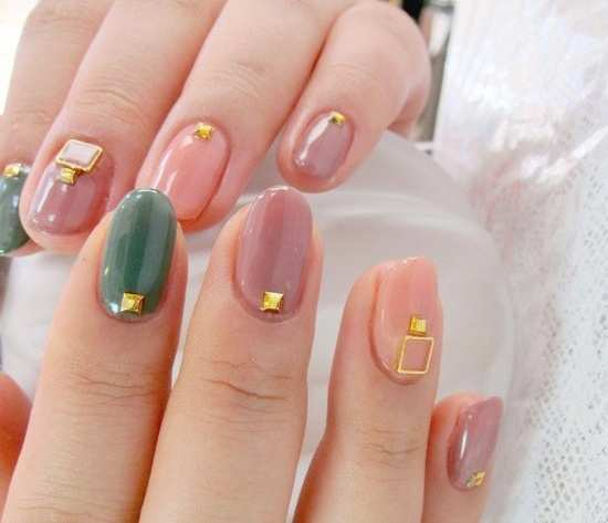 embellished-nail-art-peach-and-gold
