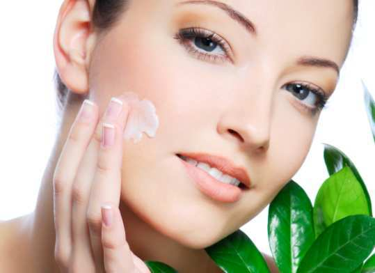 Facial-Moisturizers-for-Dry-Flaky-Skin