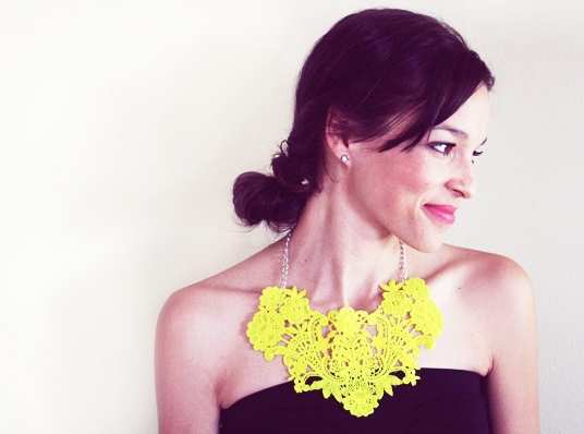 Neon-lace-necklace-DIY
