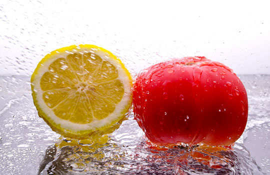 dry-out-pimples-home-remedies-lemon-tomato