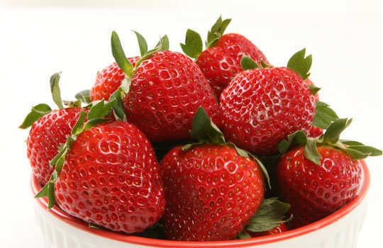 dry-out-pimples-home-remedies-strawberries