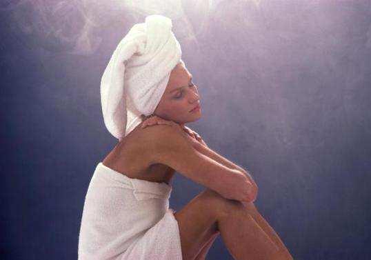 girl-steam-opens-the-skin-pores