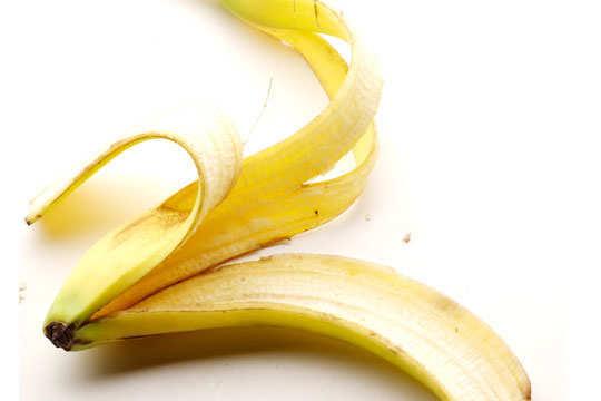 home-remedies-for-moles-banana-peel