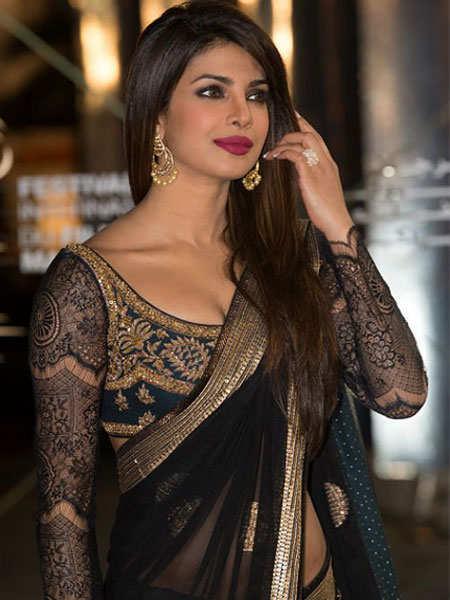 shimmer-outfits-bollywood-priyanka
