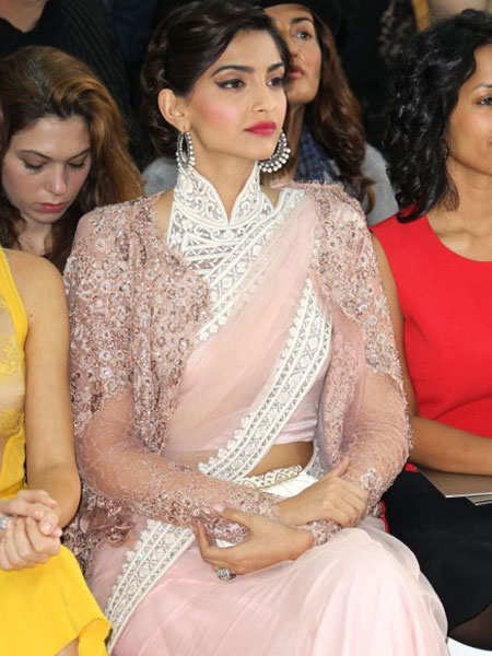 shimmer-outfits-bollywood-sonam