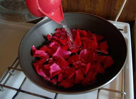 DIY-Prepare-Rosewater-at-Home-step-3
