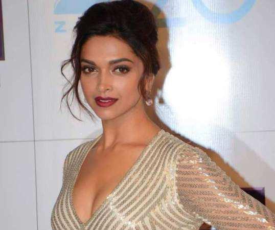 Deepika-Padukone-dark-makeup