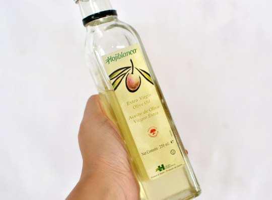 Make-honey-and-olive-oil-hair-mask-step-1