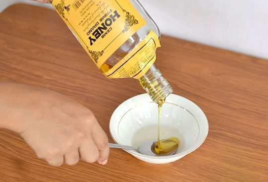 Make-honey-and-olive-oil-hair-mask-step-3