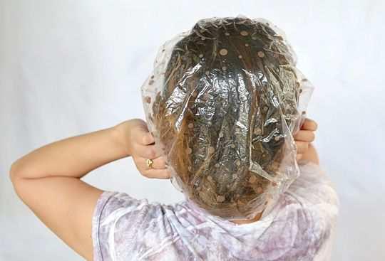 Make-honey-and-olive-oil-hair-mask-step-5