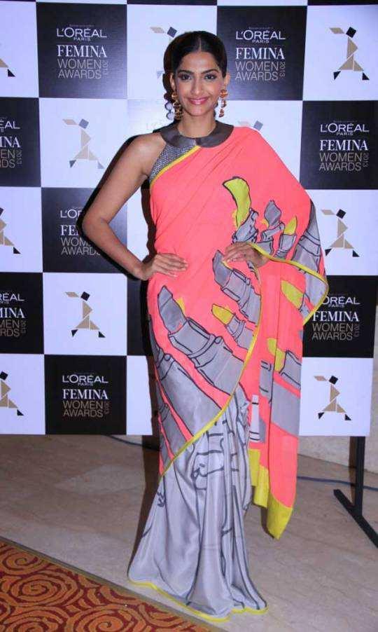 Sonam-Kapoor-neon-sari1