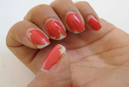 beauty-blunders-chipped-nail-paint