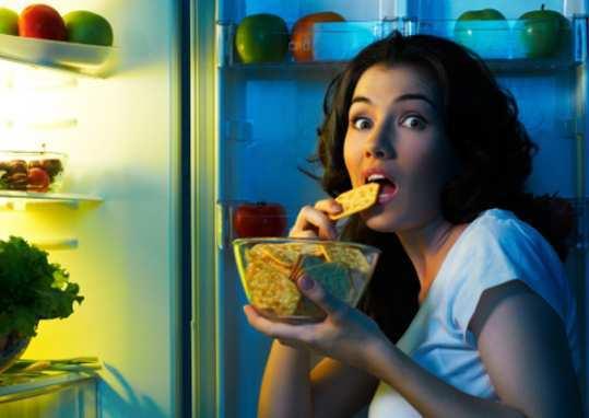 girl-eating-late-at-night