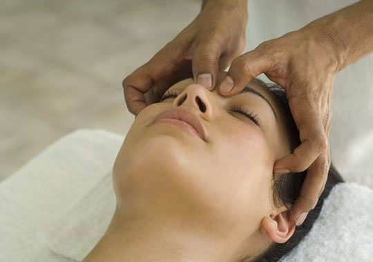 sinus-headache-home-remedies-eye-socket-massage