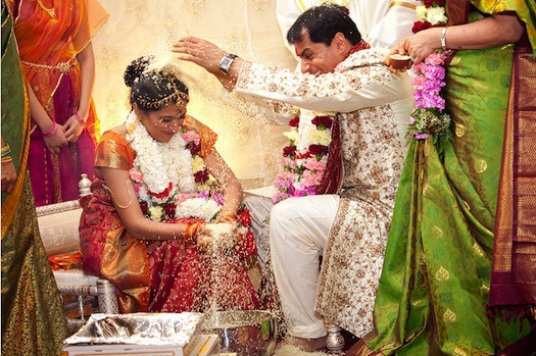throwing-rice-on-bride-at-Indian-wedding