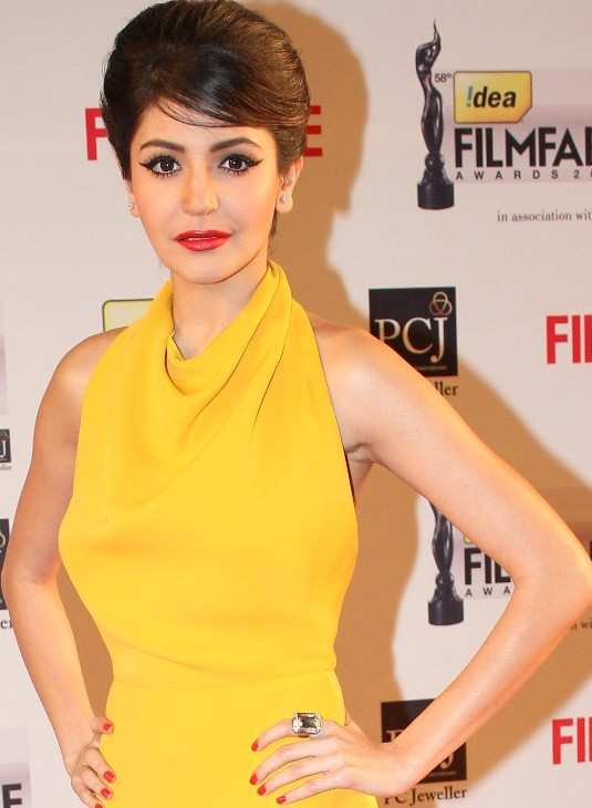 Anushka-Sharma-Filmfare-Awards-20131
