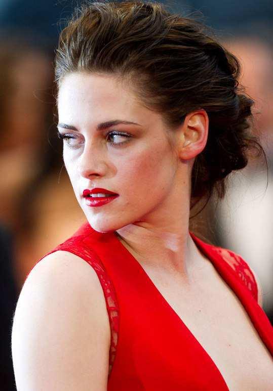 Kristen-Stewart-in-red