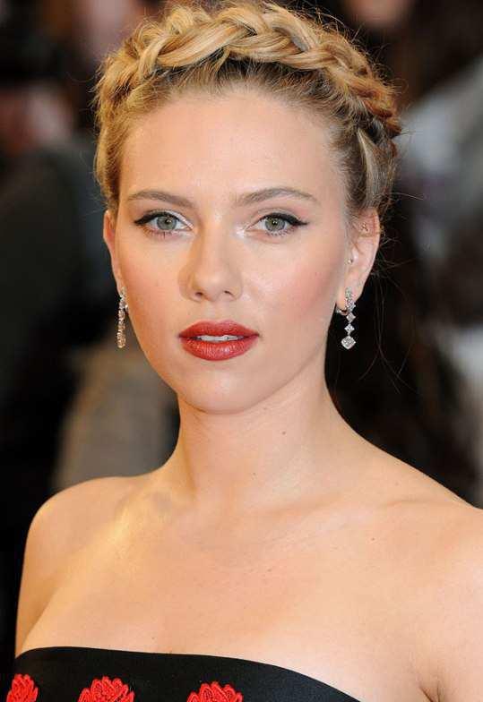 Scarlet-Johansson-in-red