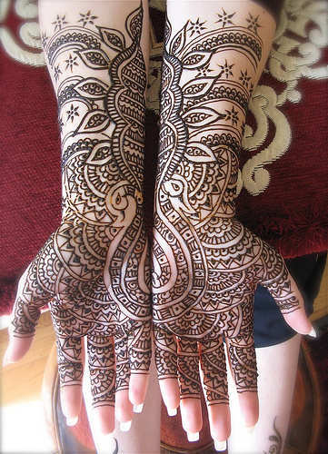 bridal-mehndi-for-hands-2