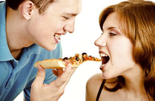 couple-food-fight-2