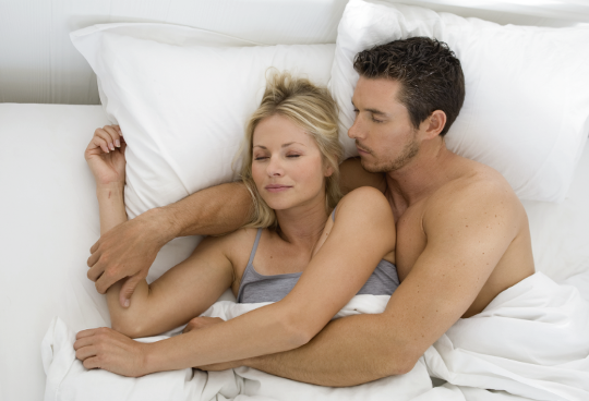 couple-sleep-in-arm